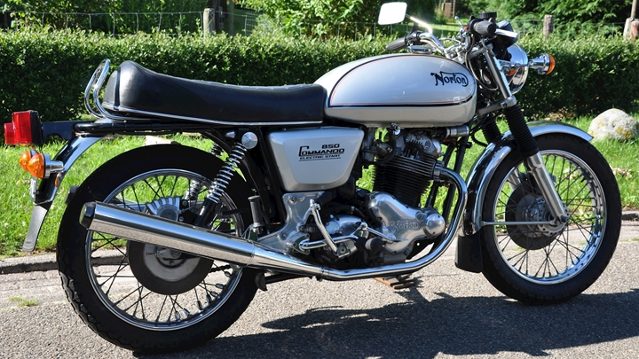 Norton Commando 850 1978 - 05.jpg