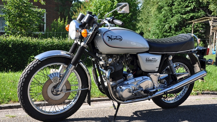 Norton Commando 850 1978 - 06.jpg