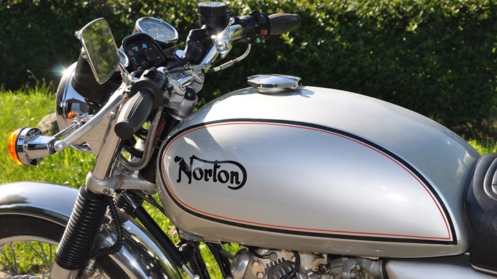 Norton Commando 850 1978 - 10.jpg